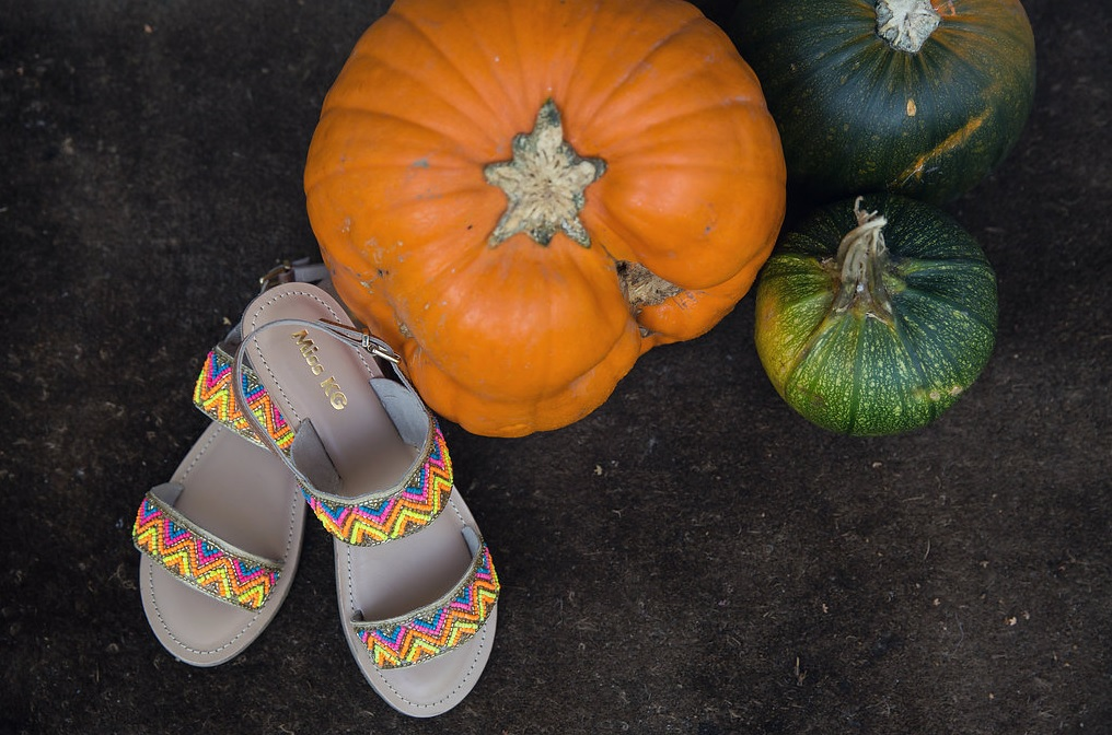 She also preferred a pair of colorful sandals to heels