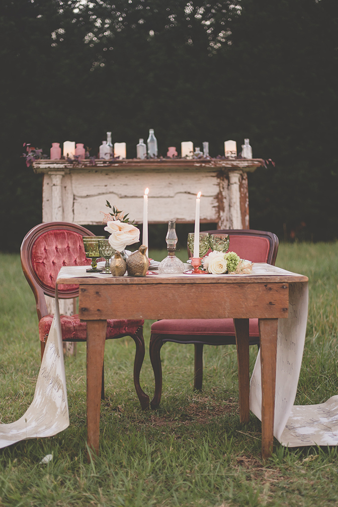 The sweetheart table was covered with calligraphy and decorated in vintage style