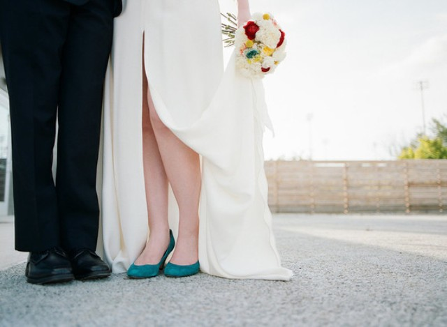 the wwedding bouquet was a simple bold one
