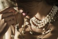 24 wear statement necklaces and pearls for a chic look