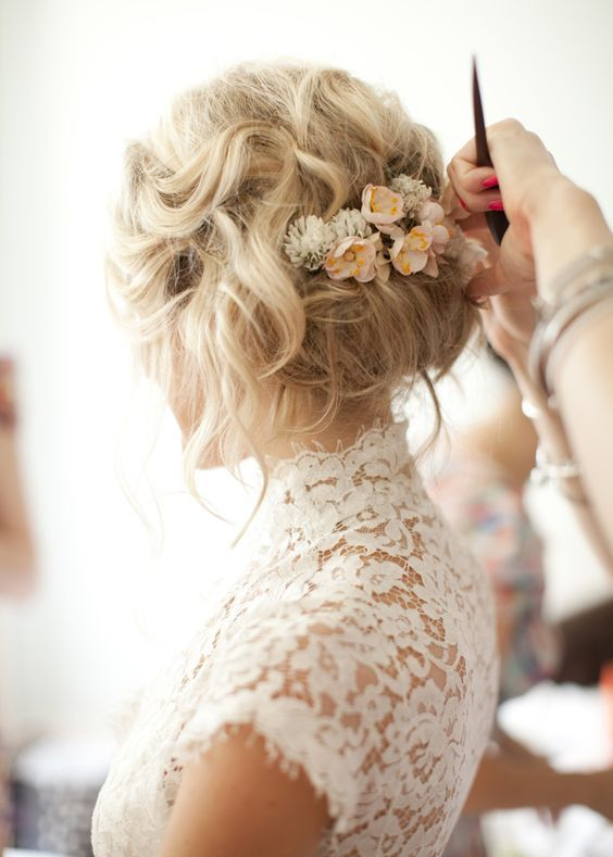 41 trendy and chic messy wedding hairstyles weddingomania messy wedding hairstyle updo with flowers junglespirit Images