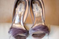 26 suede grey heels with lilac feather decor