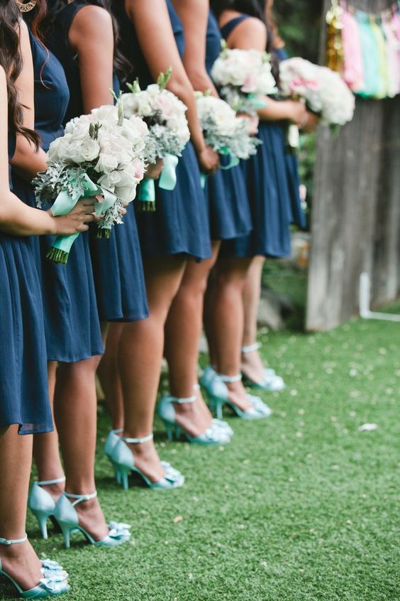 6 mint wedding color combos and 36 examples weddingomania for What colour shoes with navy dress for wedding