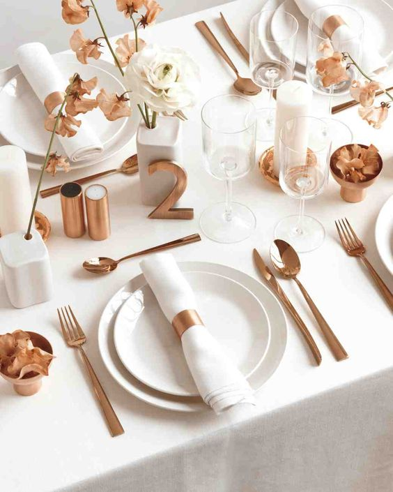 simple modern tablescape with copper details is a great and edgy idea