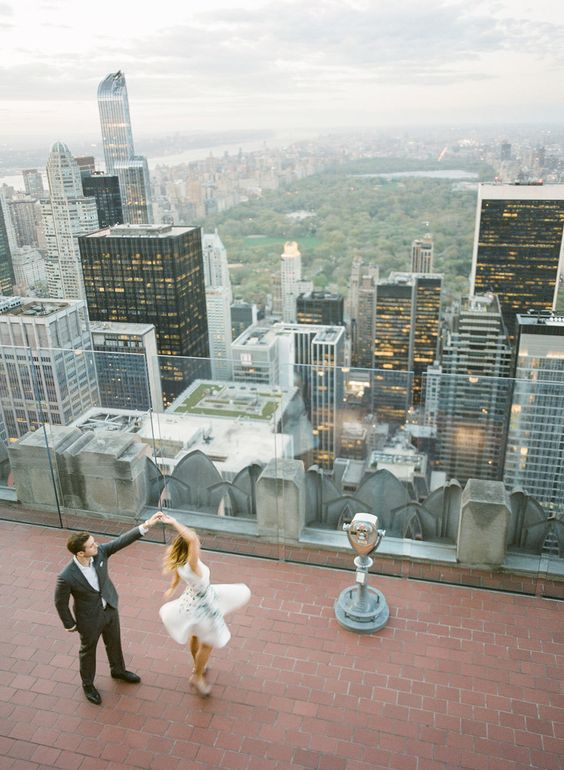 take mximum from your wedding backdrop, pics on the rooftop will be stunning