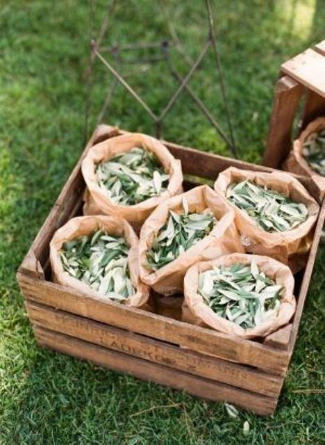 http://www.weddingomania.com/35-creative-summer-wedding-favors-ideas/