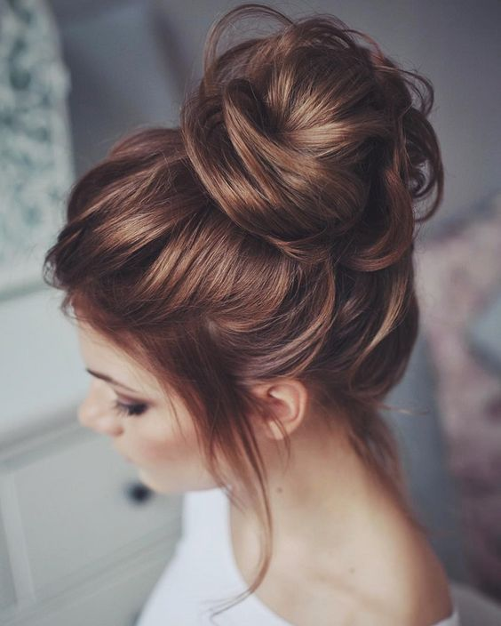 41 trendy and chic messy wedding hairstyles weddingomania messy hair top knot for a wedding pmusecretfo Images