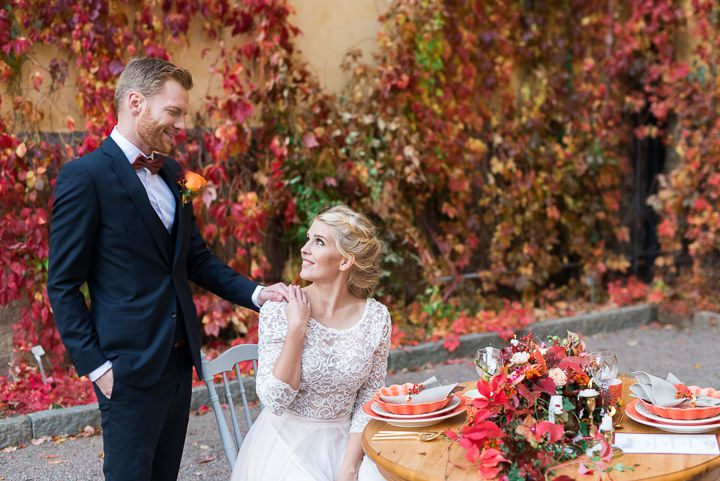 This colorful rustic wedding shoot is full of bold leaves and autumn flowers