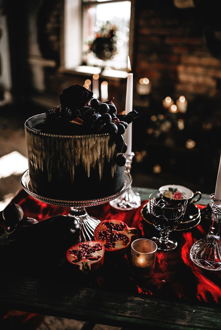 This dark luxe wedding shoot was inspired by dark glam romance, this is a totally refined Halloween wedding shoot