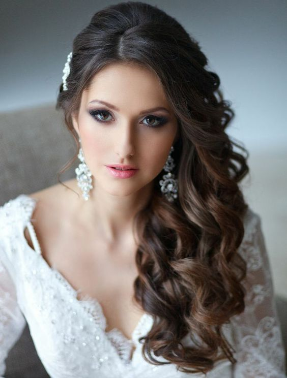 34 elegant side swept hairstyles you should try weddingomania side swept curls and a headpiece to keep them in place urmus Image collections