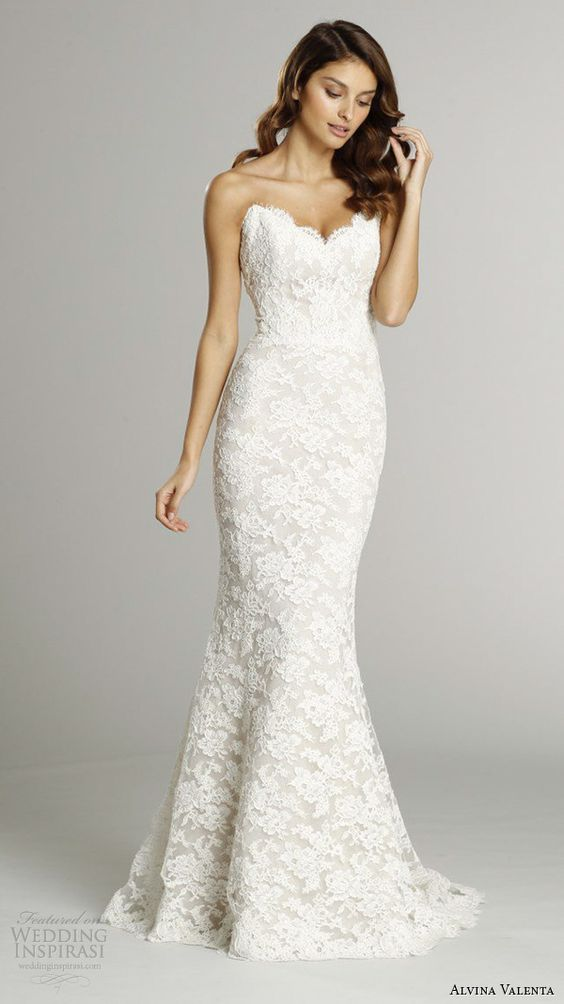lace mermaid wedding dress highlights your curves