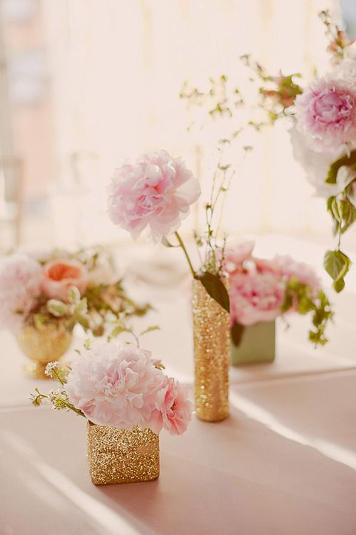 glitter centerpieces with blush flowers look romantic