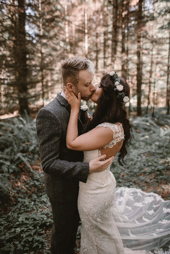 The forest is a romantic and charming place to get married and you'll feel like in a fairy-tale