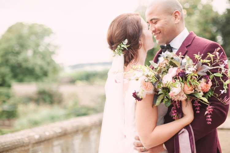 This shoot is full of nice ideas to get inspired, especially if you want a fall garden wedding
