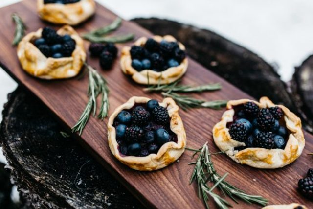 What can be more forest-like than tarts with wildberries