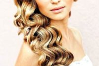 10 ideal side swept wavy hair for glam or old Hollywood brides