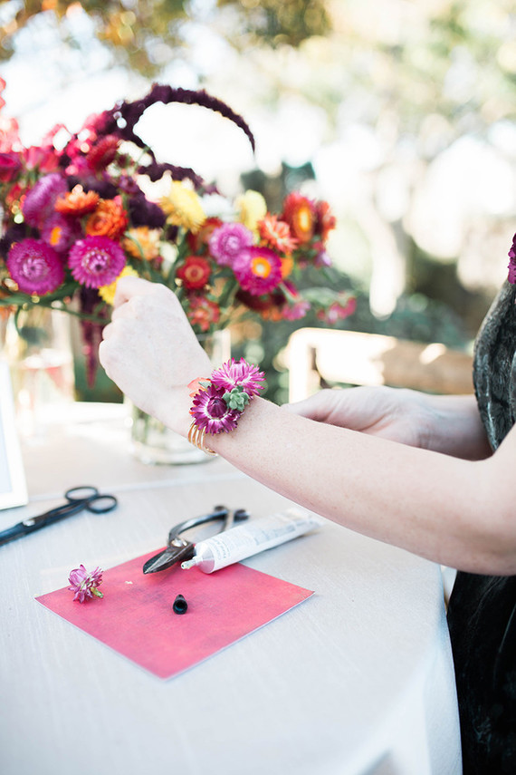 Your girls will love such amazing bracelets with fall blooms