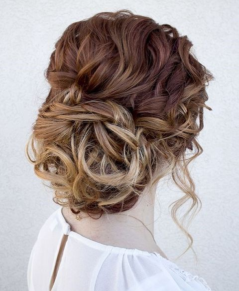 messy hair is a trend, and this messy updo is right what you need to look hot and effortlessly chic