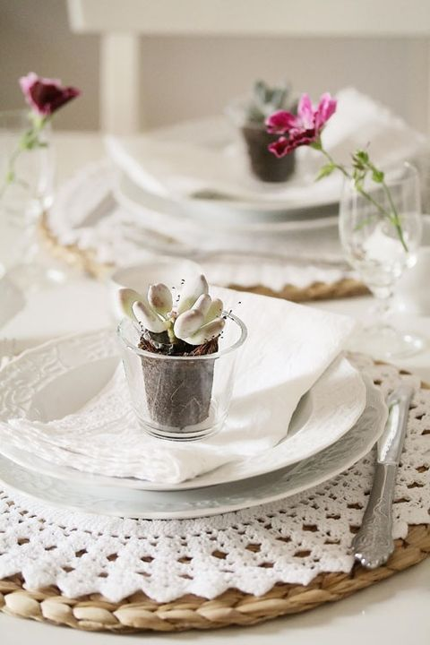 wicker and crochet placemats, a succulent as a favor