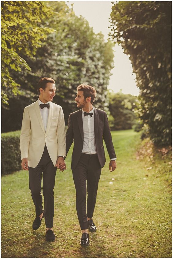 these guys chose tuxedos but of different colors - brown and ivory