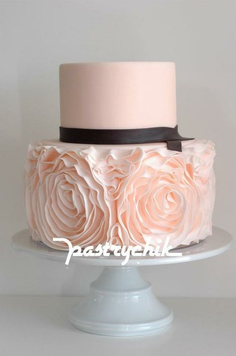 blush roses wedding cake with a black ribbon