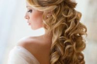 30 half up half down long hair with curls looks stunning