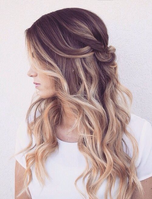34 Beautiful Wedding Hairstyles With Curls Weddingomania