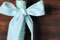 34 a tiffany blue yarn bouquet wrap and a ribbon bow look heavenly with baby's breath