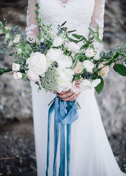 bouquets look very romantic with blue ribbon