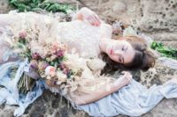 02 Shades of blue and blush are contrasting but make this shoot very delicate and beautiful