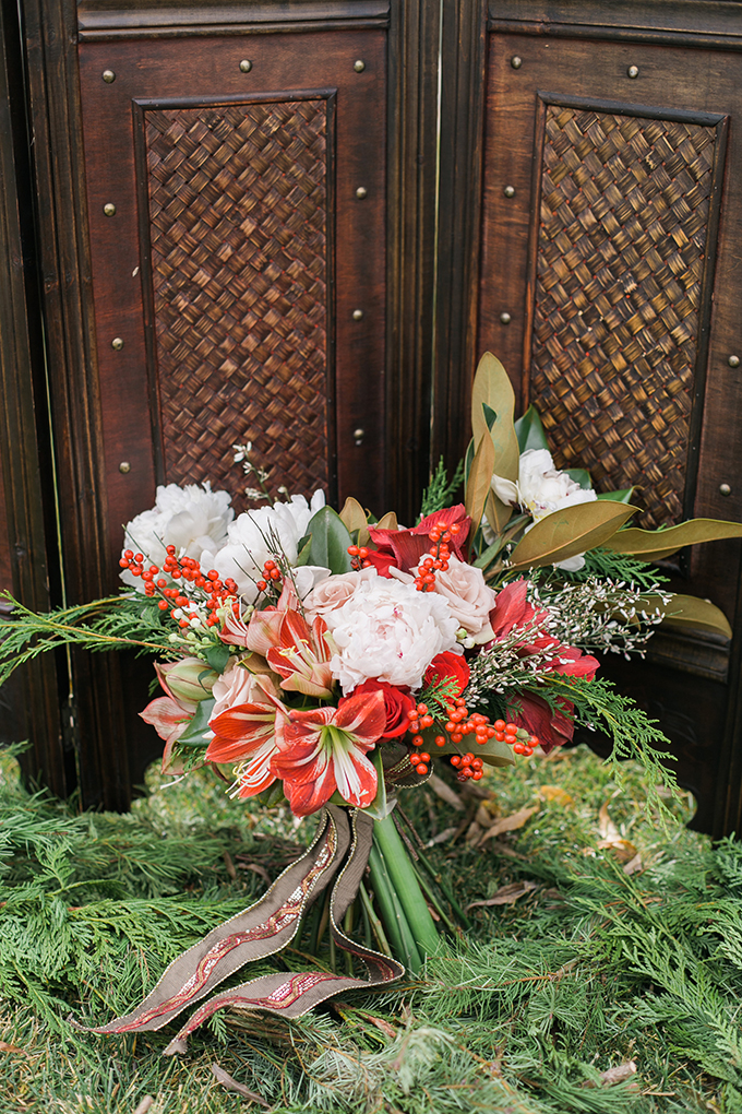 The wedding bouquet is in traditional holiday colors and with traditional flowers, and lilies remind of peppermint candies