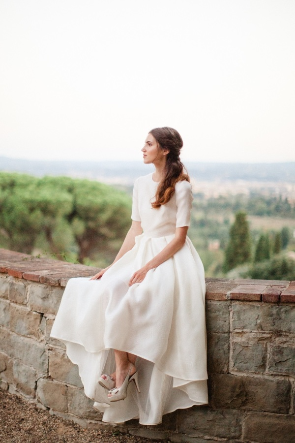 The first bridal dress was a high low one with short sleeves, it looked refined and modern