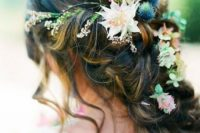 04 boho wedding hairstyle with wildflowers