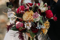 05 The moody bridal bouquet looked very fall-like and fantasy-inspired