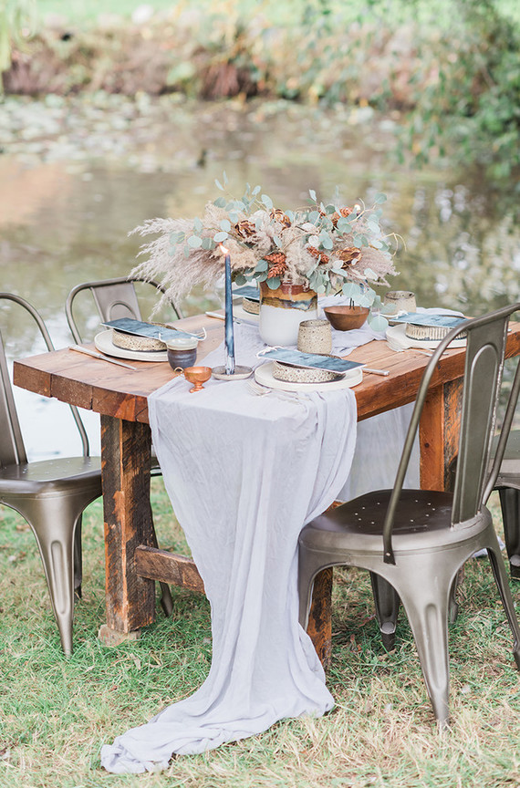 The table was set in the same copper and blue shades as the staionary, which reminded both of the fall and ocean