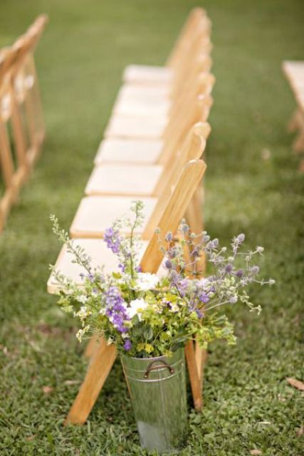 galvanized buckets with fresh flowers look awesome in the aisle