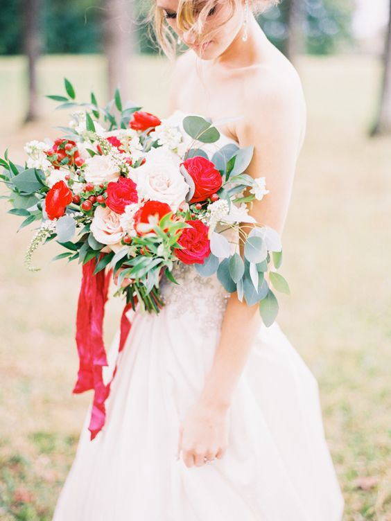 red ranunculus will look outstanding in your bridal bouquet