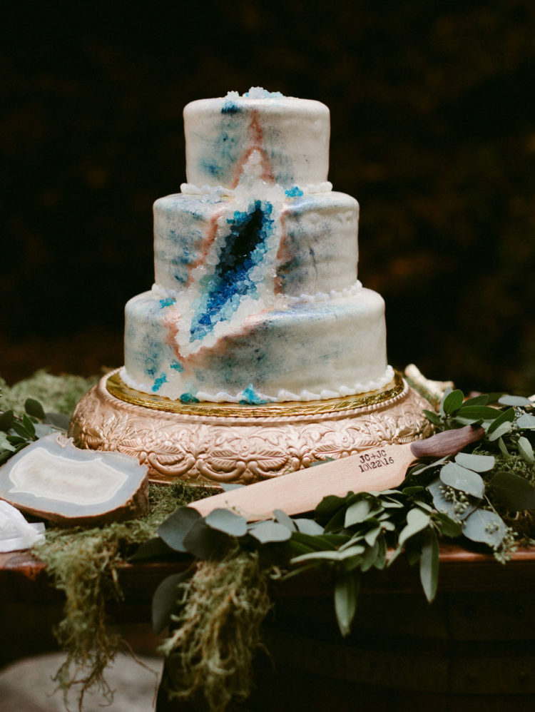 The wedding cake was a geode one