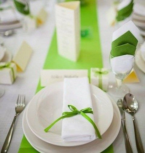 lime green table runner,  napkins and ribbon bows