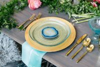 19 colorful boho chic table setting with florals and bold plates
