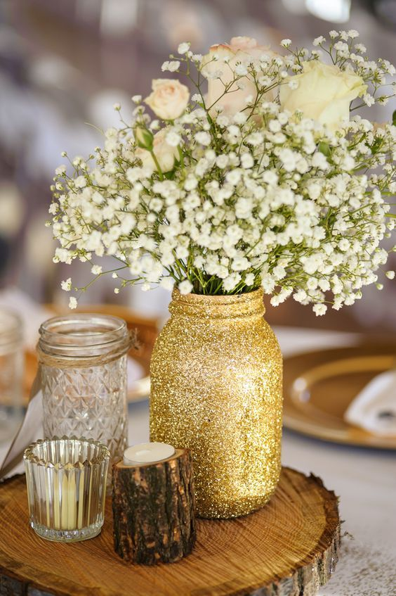 wood slice with a glitter mason jar and baby's breath
