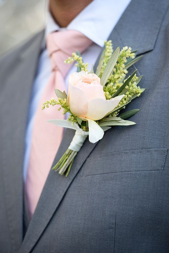 grey suit, a pink tie and a refreshing boutonniere