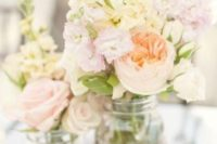 25 pastel-colored flowers for centerpieces
