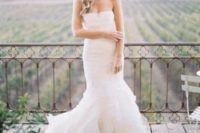26 strapless ivory wedding dress with a mermaid silhouette by Vera Wang