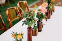27 simple flower table runner in glass bottles and vases of the same color