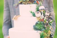 35 woodsy wedding cake with mushrooms, succulents, moss and a bird nest