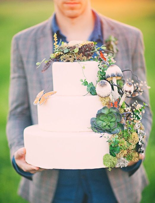 woodsy wedding cake with mushrooms, succulents, moss and a bird nest