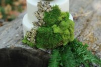 41 woodland cake with moss, fern and a bird's nest