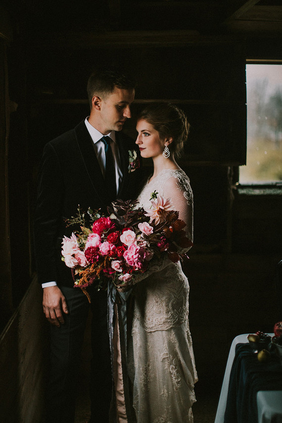 This moody and dark wedding shoot inspired by fall romance strikes with its decadent feeling and rich shades