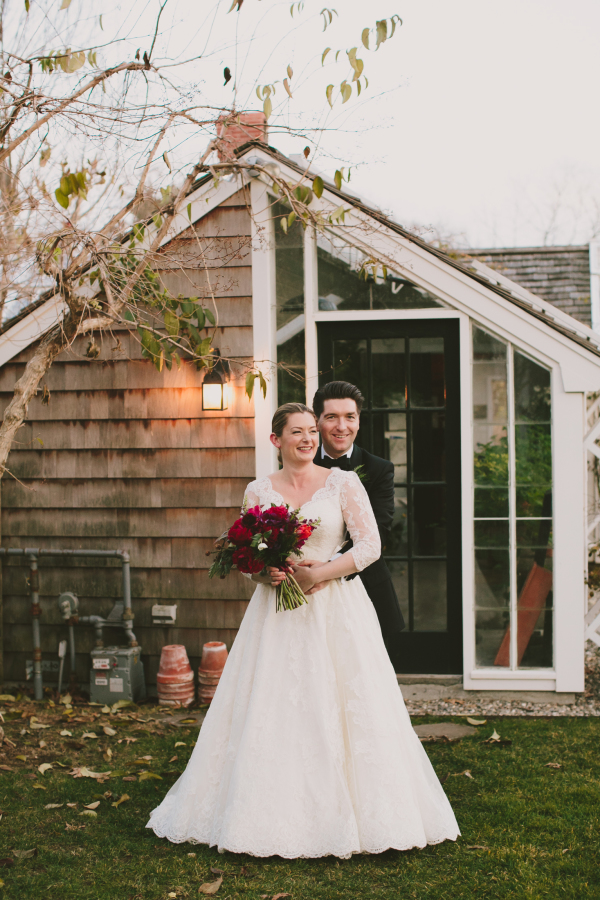 This traditional Christmas wedding took place in a barn and had the coolest holiday mood